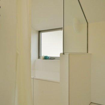 脱衣所とバスルームはカーテンで仕切ってね♪