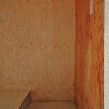 玄関スペースはこんな感じ!シューズボックスはありません!。※写真は前回撮影時のもの