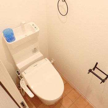 小物が可愛いトイレ※写真は別部屋