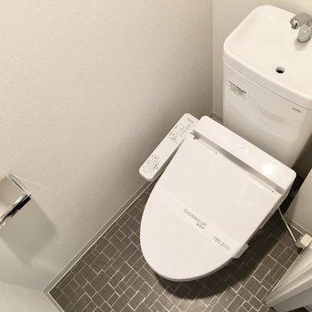 トイレはウォシュレット付き!※写真は5階反転間取り・別部屋のものです