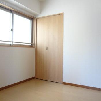 洋室です。(※写真は2階の同間取り別部屋のものです)
