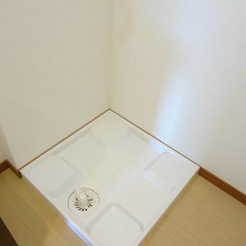 洗濯機置き場もきれい。(※写真は2階の同間取り別部屋のものです)