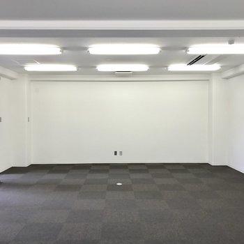 ここは会議室?