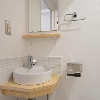 この小さな洗面台が可愛い◎※写真は前回施工のお部屋