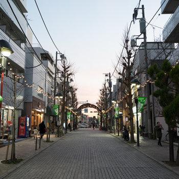 目の前が商店街ですが、静かな雰囲気なのが◎