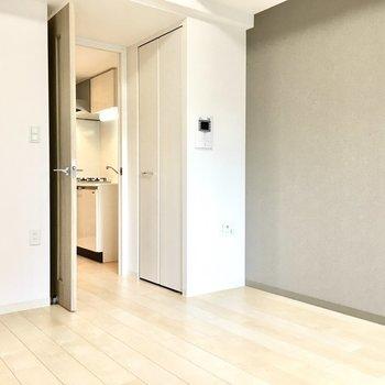 クローゼットはお部屋の入り口に。(※写真は4階の同間取り別部屋のものです)