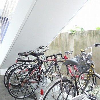 自転車置き場も完備!