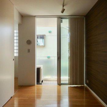 こちらが寝室かな。5帖とコンパクトです。※写真は通電前のものです。
