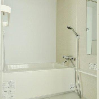 お風呂もかなりゆったりと。※写真は通電前のものです。