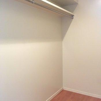 ウォークインクローゼット発見♡※写真は6階の同間取り別部屋のものです。