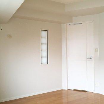 ちょっとしたガラスデザインが素敵※写真は6階の同間取り別部屋のものです。