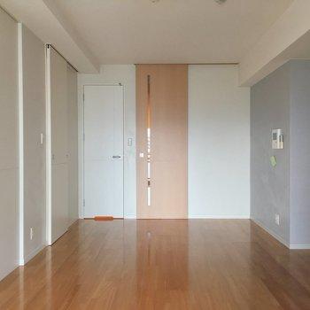 広々とした空間。※写真は6階の同間取り別部屋のものです。