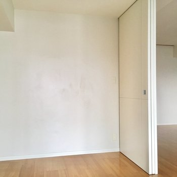 扉は引き戸タイプです!※写真は6階の同間取り別部屋のものです。