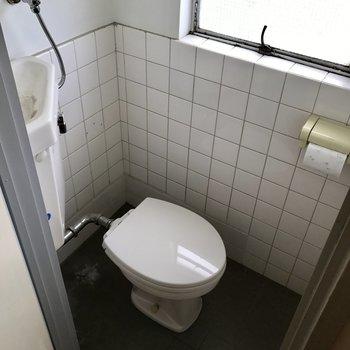 トイレには窓※工事前です