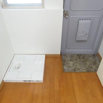 玄関横に洗濯機