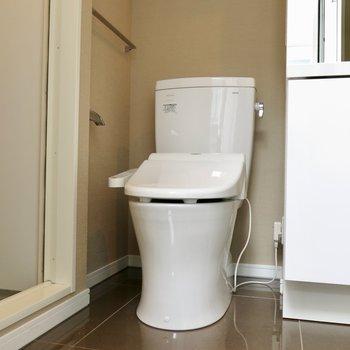 隅っこにはトイレ(※写真は同間取り、別部屋)