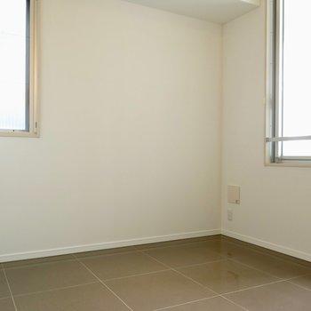 胡麻豆腐のような床(※写真は同間取り、別部屋)