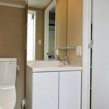 フレームなしの美しい洗面台(※写真は同間取り、別部屋)