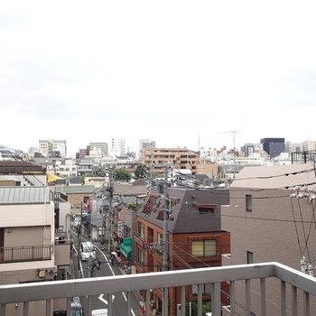 左向けば都会の風景