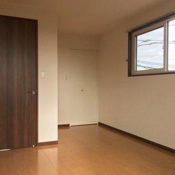 白い扉のクローゼットを開けますと※写真は前回募集時のものです。