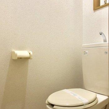 トイレにも窓があるので換気できますよ