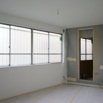 【工事中】洋室は窓も大きくて明るさも!※写真は2017年当時工事中のもの