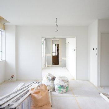 対面キッチンが嬉しいリビングだなあ。※写真は2017年当時工事中のもの