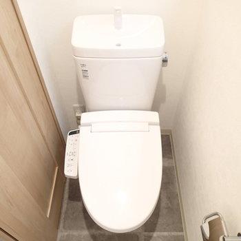 トイレもウォシュレットつき