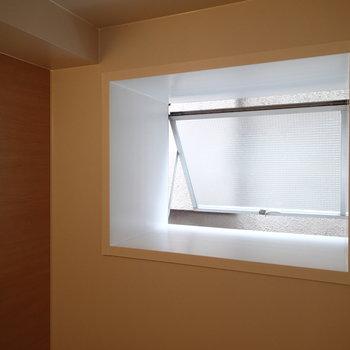 お風呂にはこんな窓も付いていました
