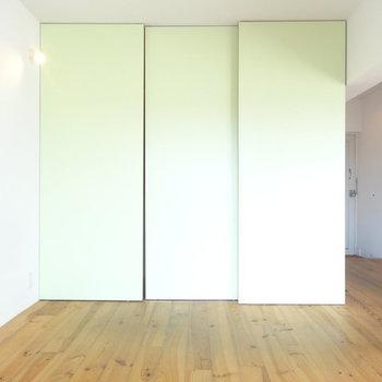 淡いグリーンが素敵 ※写真は別部屋です
