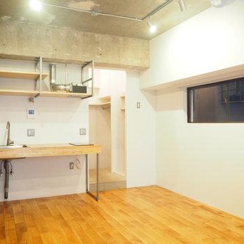 壁、床、天井それぞれ違う質感だなんてたまらない。