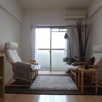 7帖の広さがあるので、思ったより家具もいろいろ置けそうです。(※写真の家具小物は見本です)