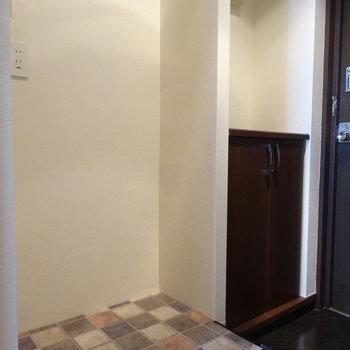 洗濯パンは玄関横に。見えても嫌じゃないのを置きたいな。