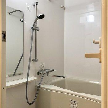 浴室乾燥機付きで室内干しに便利。