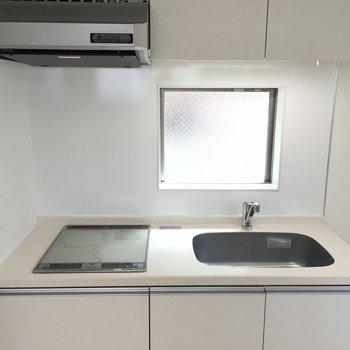 お掃除もしやすいキッチンですね*写真は別部屋です。