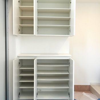 玄関横の収納は靴以外にも使えそう*写真は別部屋です。