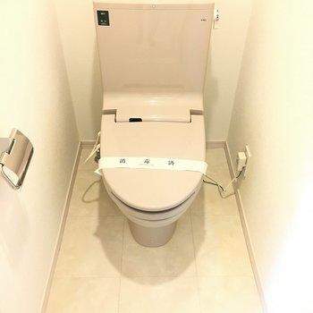 トイレは個室でゆっくりできます*写真は別部屋です。