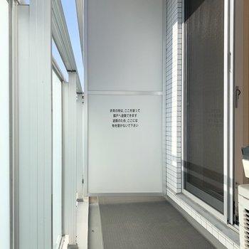 磨りガラスなので光が入ります。※写真は8階の同間取り別部屋のものです