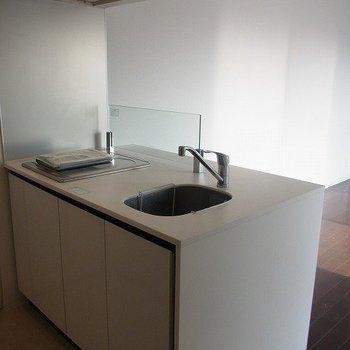 キッチン、綺麗です。※写真は別部屋