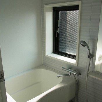 窓のあるお風呂は羨ましい!※写真は別部屋