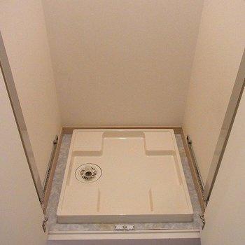 洗濯機は隠せます。※写真は別部屋です