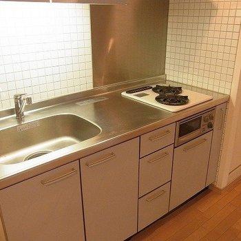 ゆとりのあるキッチン。※写真は別部屋です