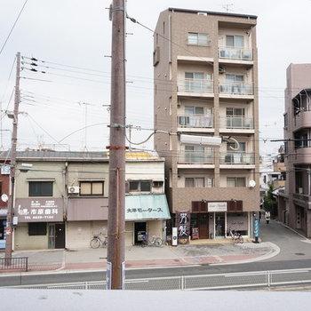 左手側に阪和線の線路が見える ※写真は別部屋