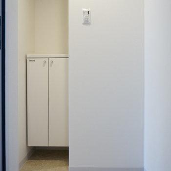 シューズボックスは可愛いサイズ ※写真は別部屋