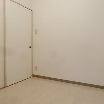 洋室は3.4帖とコンパクトサイズ。