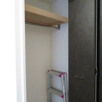 クローゼットと(※写真は3階の同間取り別部屋のものです)