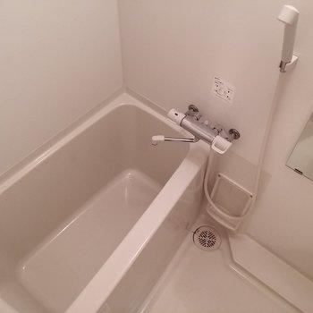お風呂は小さめながら独立。