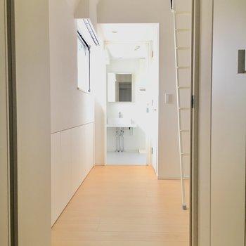 ドアを開けたら開放的な空間がお出迎え。