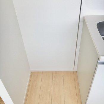 冷蔵庫を置くスペースもしっかり確保してあります。