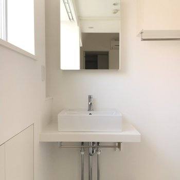 シンプルな洗面所です。